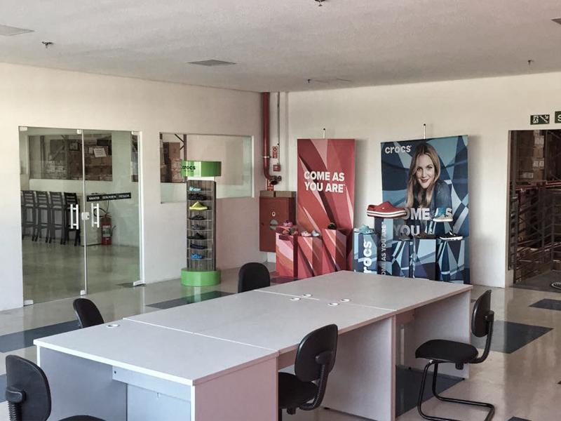 Imagem CROCS – Montagem completa do escritório – projeto / salas em dry-wall / Forro de gesso / iluminação em LED / Rede e elétrica – Warehouse